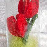 Tulipani rossi all'uncinetto in vaso di vetro - fatto a mano