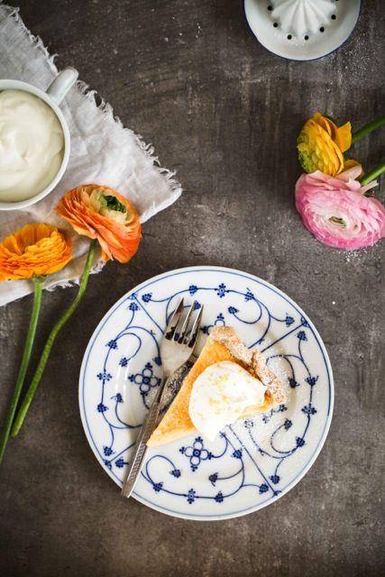 Ein Rezept für cremige Zitronen Buttermilch Tarte – so schmeckt der Frühling