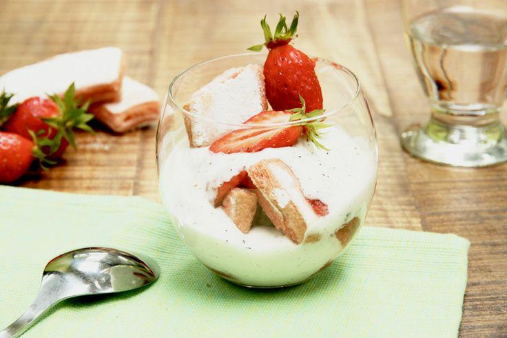 Comme une charlotte aux fraises - http://www.foodette.fr/recette/comme-une-charlotte-aux-fraises