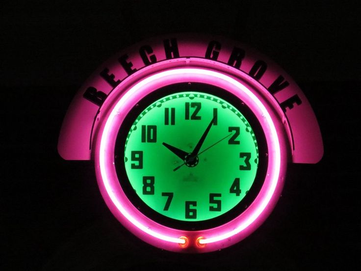 """People tend to talk a lot about multi-tasking these days. The truth is there is no """"multi-tasking"""" but """"switching tasking"""". When we switch between tasks, productivity decreases. You may want to take a look at this advice: """"The Power of One Focused Hour a Day"""". If you want to know more about time management, you can take a course on project management at LOOP.st: https://www.loop.sg/s/969121EF Manage your life like a project, starting today. #SkillsFuture #LOOPsg #Elearning """