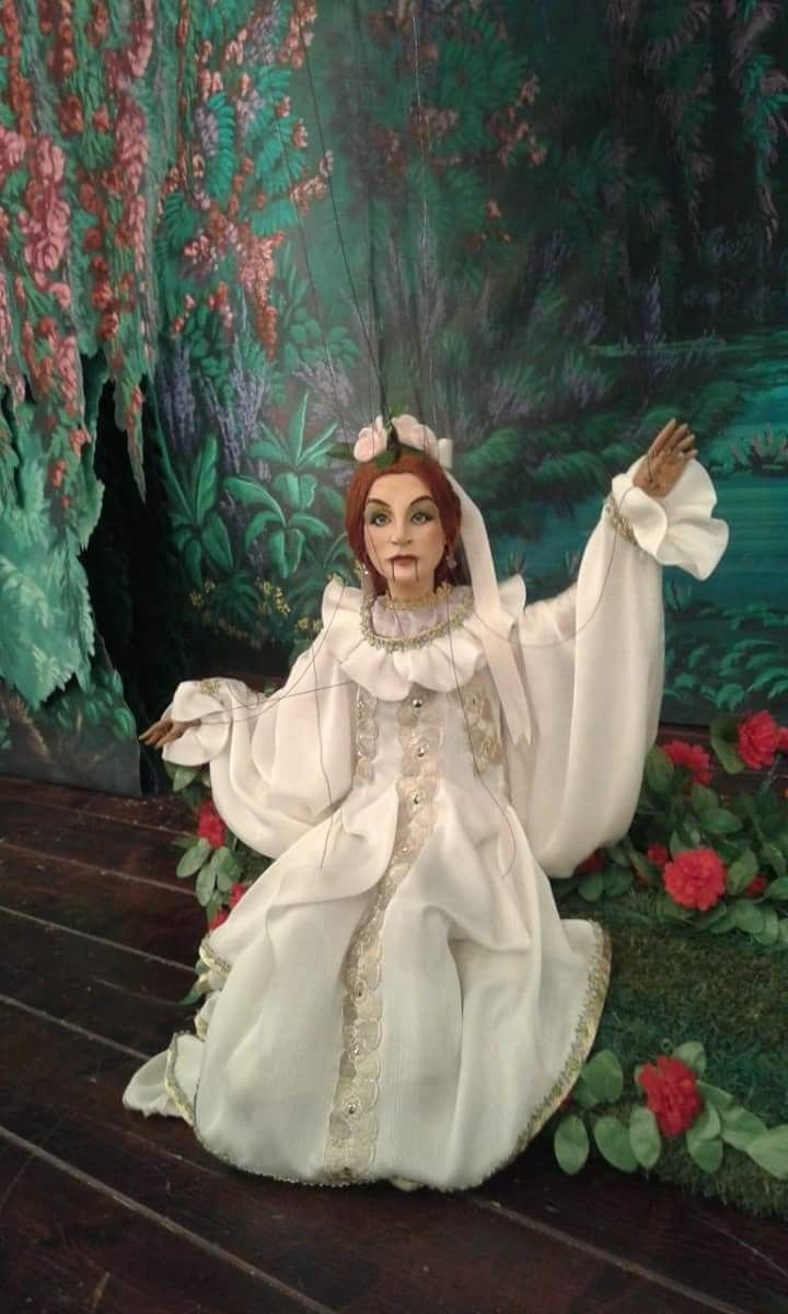 Titania From A Midsummer Night S Dream By Carlo Colla Family Marionettes Midsummer Nights Dream Midsummer Aurora Sleeping Beauty