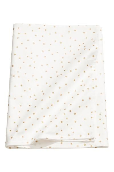 Tablecloth in a shimmering star-patterned cotton weave.