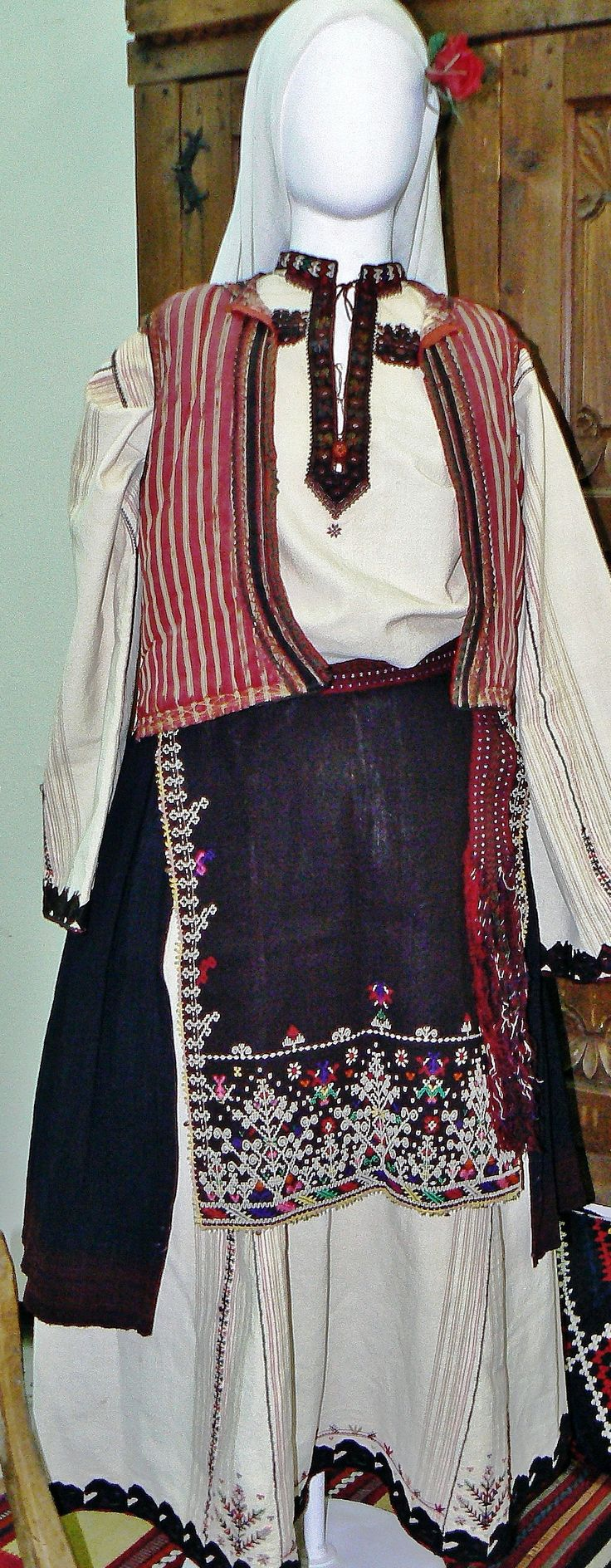 17 Best images about 1Ba. Bulgaria: Traditional women's ...