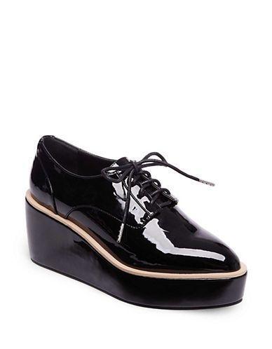 Tendance Chaussures 2017/ 2018 :    Description   Tendance Chaussures 2017/ 2018 : Chaussures   Chaussures femme    Richelieus à plateforme pour femme   La Baie D    - #Chausseurs https://madame.tn/fashion/chausseurs/tendance-chaussures-2017-2018-tendance-chaussures-2017-2018-chaussures-chaussures-femme-richelieus-a/