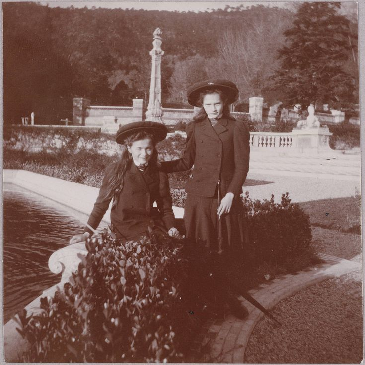 Olga and Tatiana | 15 Haunting Photos Of The Romanov Family
