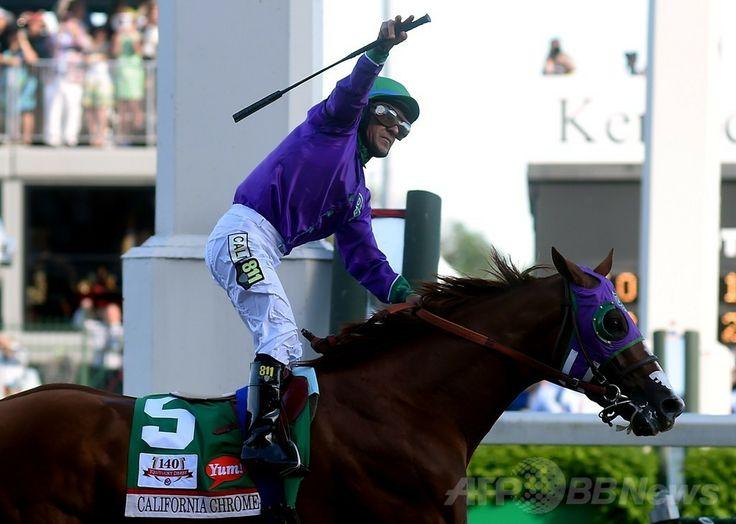 米国競馬のG1レース、第140回ケンタッキーダービー(140th Kentucky Derby、3歳、ダート約2000メートル)。優勝を喜ぶビクター・エスピノーザ(Victor Espinoza)騎手(2014年5月3日撮影)。(c)AFP/Getty Images/Dylan Buell ▼4May2014AFP|カリフォルニアクロームがケンタッキーダービー制す http://www.afpbb.com/articles/-/3014138 #Kentucky_Derby_2014 #Victor_Espinoza #California_Chrome #Churchill_Downs ◆Kentucky Derby - Wikipedia http://en.wikipedia.org/wiki/Kentucky_Derby