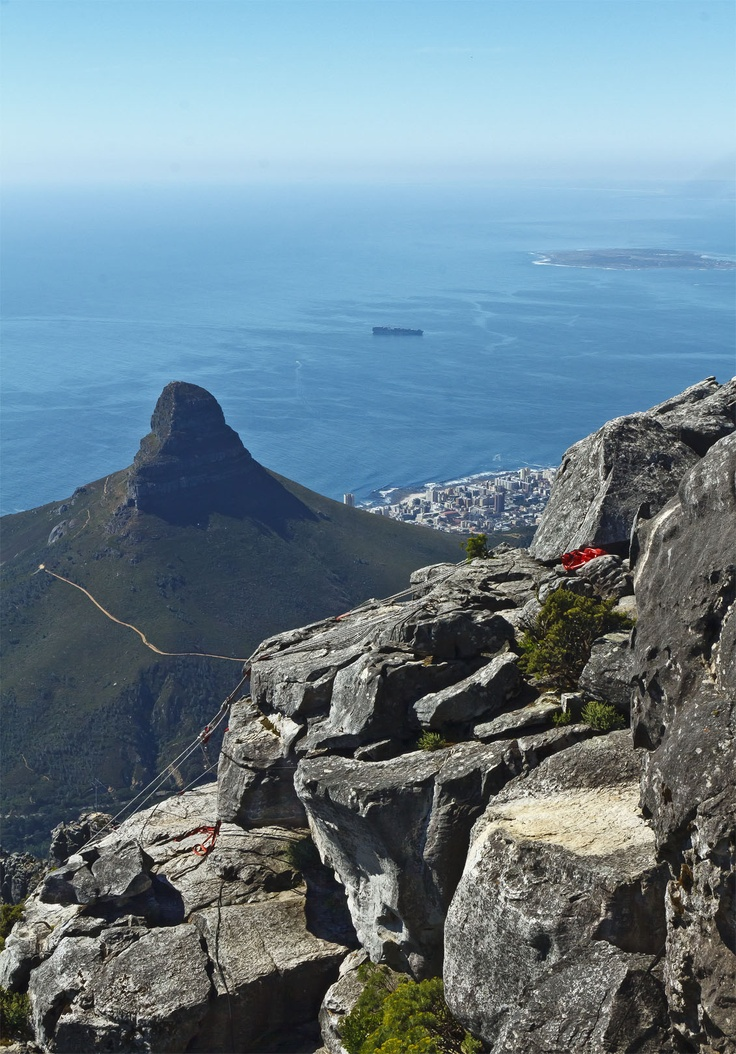 A spectactular view of the Atlantic Ocean and a part of Cape Town from atop the famous Table Mountain.