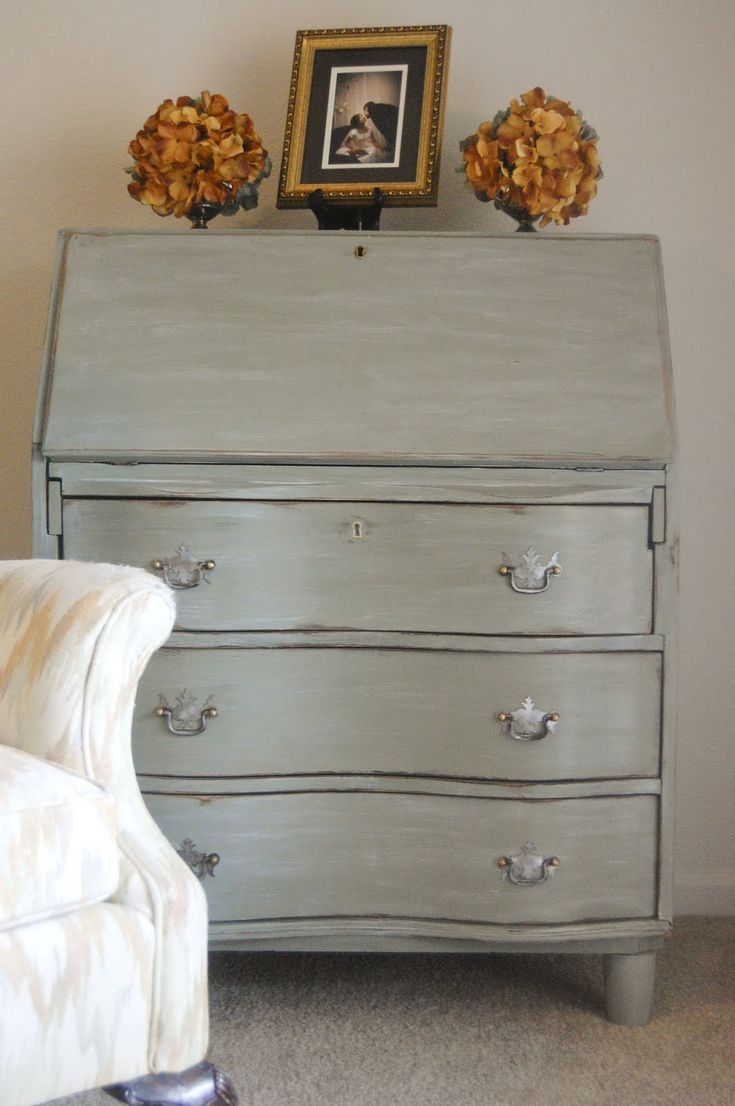 uses General Finishes milk paint in basil, glazed with creamy white, then distressed