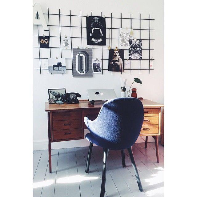 Sollys i vores kontor #kontor #jamiehayon #teaktræ #rionet #kunst #interior #vintage #visdinstil #loppefund #bobedre #boligliv #boligmagasinet