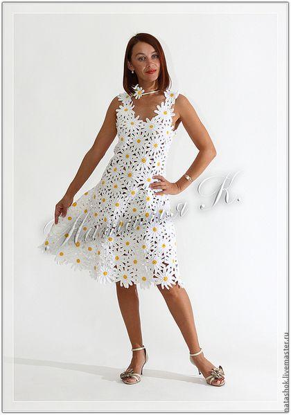 Купить или заказать Ромашки в интернет-магазине на Ярмарке Мастеров. Авторская работа. Расклешенное платье выполнено из отдельно связанных Ромашек и собрано вручную в готовое изделие. По желанию может прилагаться подъюбник телесного цвета. Цена подъюбника 200 руб. Цена указана до 50 размера.