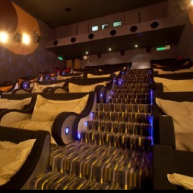 15 Awesome Basement Home Theater Cinema Room Ideas: Comfy Movie Theater Room :)