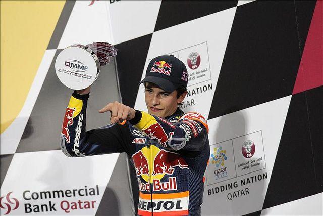 https://flic.kr/p/7SQjy8 | Primer podio de la temporada para Marc Márquez | Marc Márquez, piloto Repsol de 125cc, en el podio de Losail, tras quedar tercero en el Gran Premio de Qatar, primera prueba del Mundial 2010 disputada en el circuito de Losail el 11 de abril.