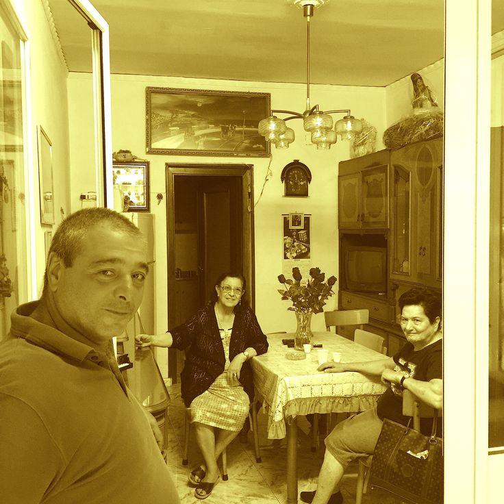 Ciro, Carmela e Giuseppina al Vico Lungo del Gelso Foto di.Armando Sichenze.