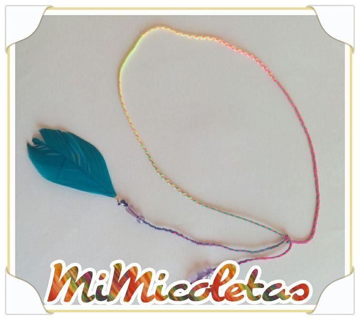 Cintillo para el pelo multicolor.