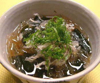 わかめとスープ用糸寒天の味噌汁