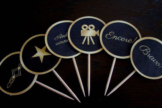 2016 Printable Oscar Party Cupcake Toppers Gold por getpartychic