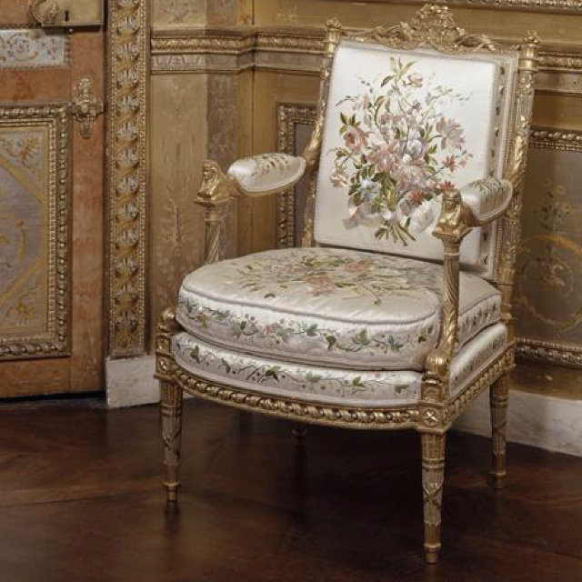 Superieur Marie Antoinette Arm Chair By George Jacob In Her Boudoir In Fontainebleau.  The Arm Of The Chairs Have Carved Sphinx At The Top Also Note The Painted  Winged ...