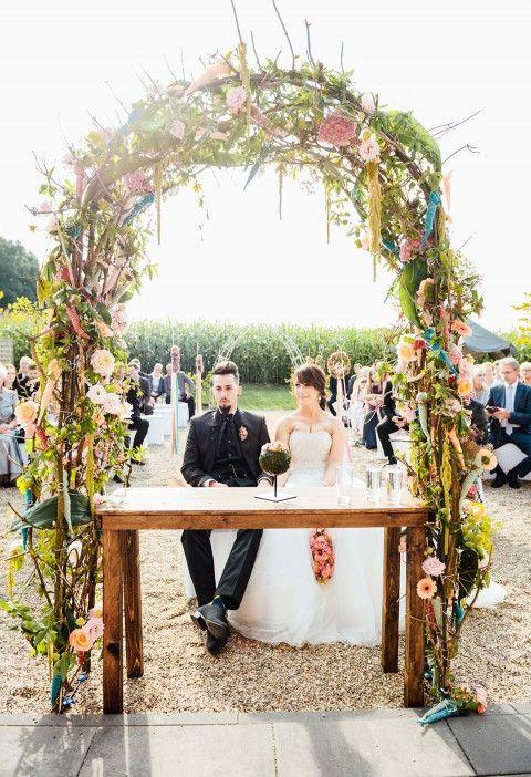 Leonie & Dominik: Trendhochzeit unter freiem Himmel JULIA SIKIRA http://www.hochzeitswahn.de/inspirationen/leonie-dominik-trendhochzeit-unter-freiem-himmel/ #wedding #marriage #openair
