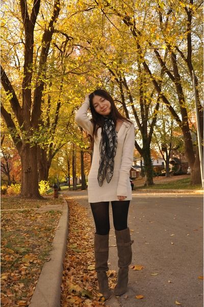 such a cute fall outfit with leggings
