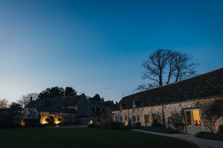 Dusk at @caswellhouse, Oxfordshire, UK. Photo by Benjamin Stuart Photography #weddingphotography #weddingvenue #ukwedding #countryvenue #oxfordshirewedding #decemberlight