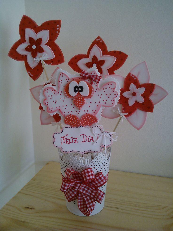 Maceta decorada con b ho y flores de goma eva goma eva - Decoracion con macetas ...