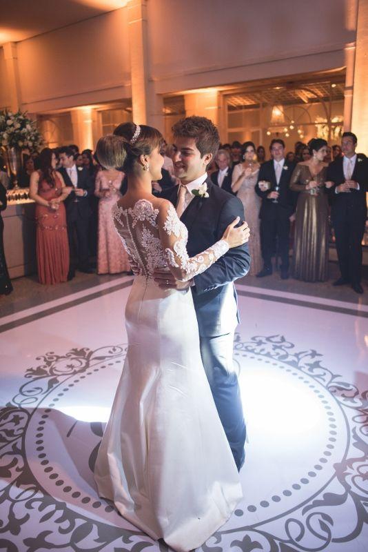Casamento clássico: valsa dos recém-casados