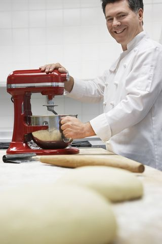 http://chefsstandmixerreviews.com/  Are you looking for the best stand mixer? Go to this website to read a review of the  Kitchenaid Artisan, the most popular mixer available. It will tell you what is good and what's bad about this mixer model.