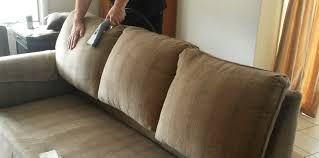 شركة تنظيف كنب بمكة|المنزل شركة المنزل لتنظيف المفروشات تقوم بتنظيف الكنب بمكة المكرمة علي اعلي مستوي مع الايدي المدربة علي استخدام البخار القوي الذي يزيل اصعب البقع والاوساخ