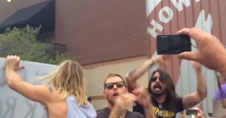 Foo Fighters faz 'pegadinha' em protesto de igreja radical nos EUA