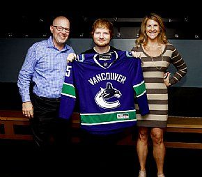 Ed Sheeran plays to a packed house at Rogers Arena in Vancouver, British Columbia, June 19. L-R: Venue GM Michael Doyle, Sheeran, and the venue's Sheena Way. (Jeff Vinnick/CSE) #EdSheeran #RogersArena