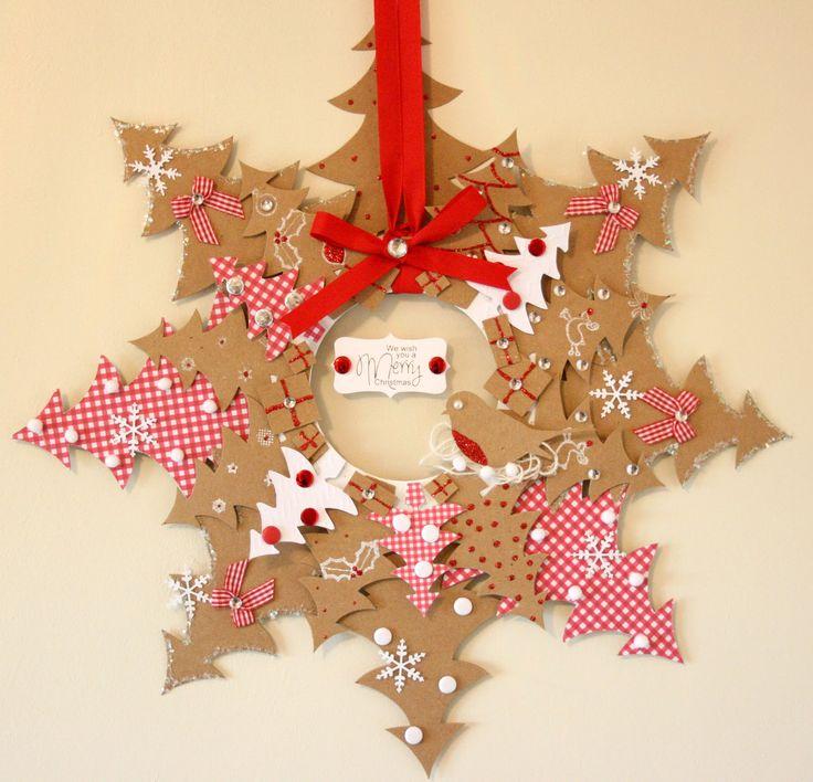 Couronne de Noël à réaliser avec des sapins en carton