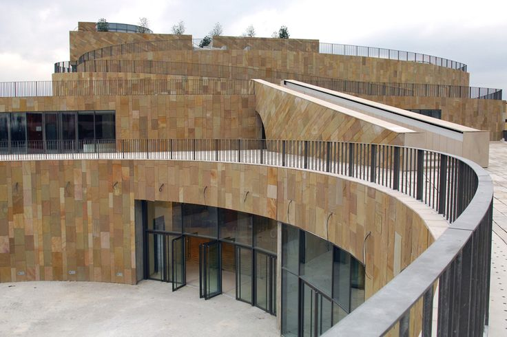 AIX EN PROVENCE: Grand Theatre de Provence.  architecte Vittorio Gregott