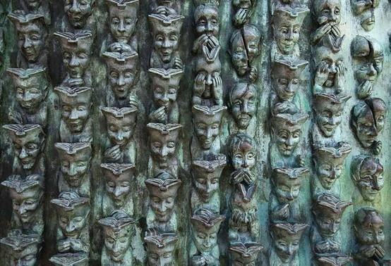 La Rochelle De-génération-en-génération sculpture de Bruce Krebs