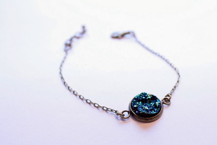 http://www.decobazaar.com/produkt-bransoletka-vintage-druzy-lazy-moon-blue-teal-4302480.html