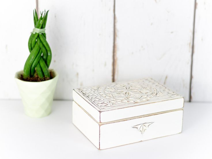 Schmuckkästchen - Holzschatulle Schmuckkästchen Shabby Chic - ein Designerstück von jUNIKUMo bei DaWanda