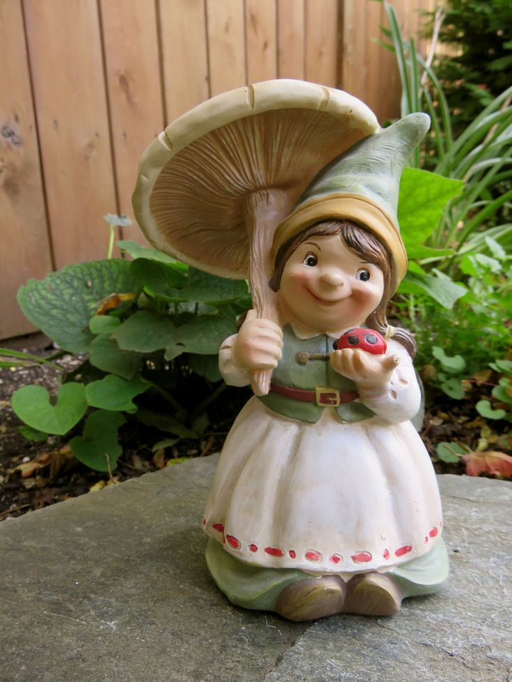 Gnome Garden: Girl Gnome With Mushroom Umbrella