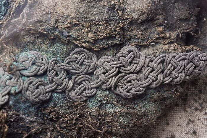 Bj 944 Birka Textile Fragment - posament work.
