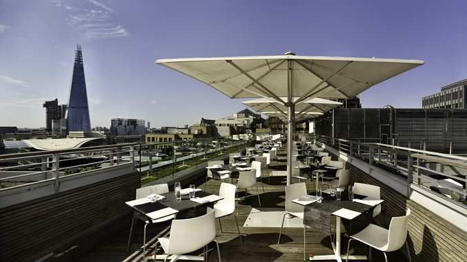 DoubleTree by Hilton Hotel London - SkyLounge South Terrace