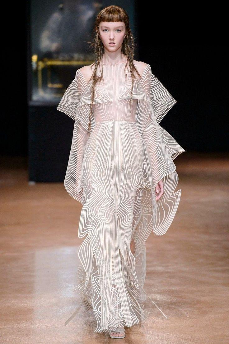Snové šaty z přehlídek haute couture v Paříži - Žena.cz - magazín pro ženy