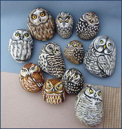 Pintura sobre piedras o cantos rodados Owls. Painted rocks (stones)