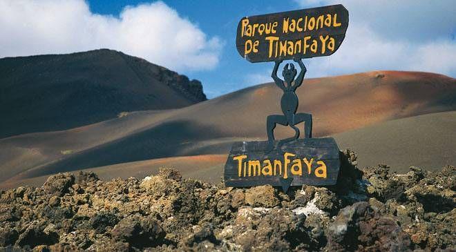 El parque nacional de Timanfaya se encuentra en los municipios de Yaiza y Tinajo de la isla de Lanzarote, Islas Canarias.