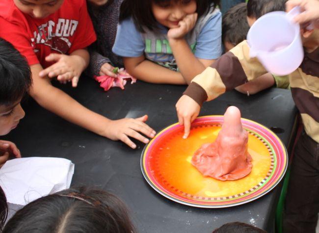 Natuurverschijnsel; vulkaan Easy How To-  Make A Clay Volcano Erupt