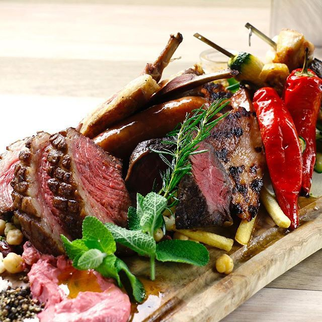 """今話題の #フォトジェ肉 イタリアンステーキ"""" #ビステッカ """"おいしいお肉とワインがオススメ。 #京都 の街にふさわしいモダンな外観と、温かみを感じる雰囲気の店内が印象的で、 #デート だけでなく #女子会 などにも最適です。 その「 #threekyoto 」の #人気 の理由といえば、なんといっても #フォトジェニック な #肉 メニュー。 ディナータイムに提供される総重量1kgの肉盛りは、 #写真 をとって #インスタ に載せたら「おいしそう~♡」の声があがるはず♪  #フォトジェ肉#season#ビステッカ#bistecca#pasta#steak#肉#スペアリブ#ステーキ#イベリコ豚#仔羊#wine#beer#make #other #entertainment"""