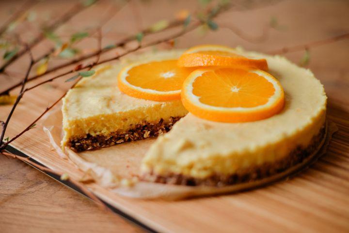 NEPEČENÁ TORTA S POMARANČOVOU POLEVOU
