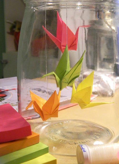 grues en origami dans un bocal