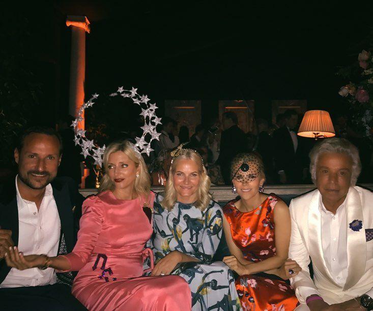 Вечеринка в честь 50-летия наследного принца Греции: ru_royalty