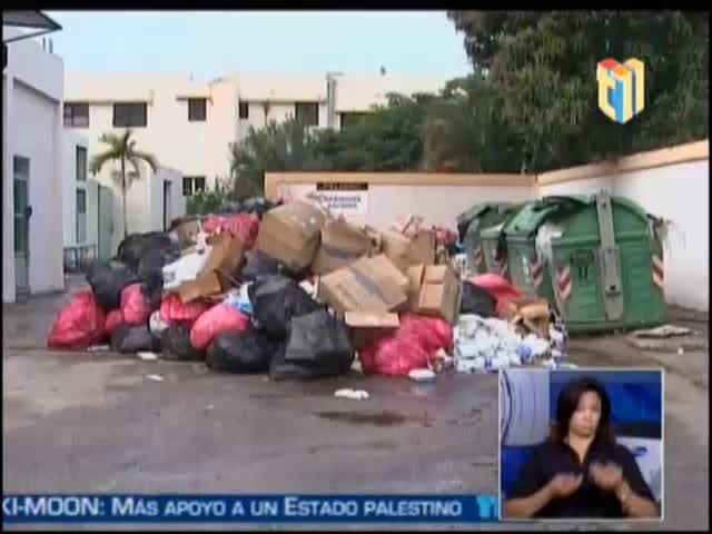 Captado Por Una Cámara Hombre Orinando En Las Paredes Del Hospital De San Cristobal #Video