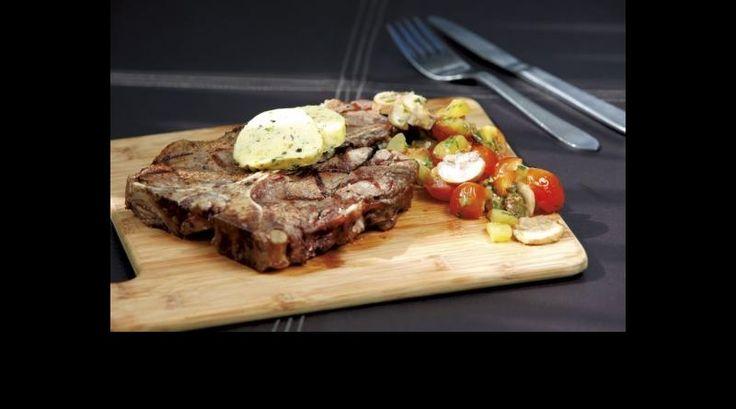 T-bone steak con mantequilla compuesta de estragón, pimientas y naranja