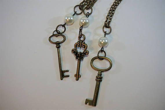 Bronze Antique Key Necklaces, pendants, jewelry https://www.etsy.com/ca/listing/586452983/elegant-antique-key-necklaces-in-bronze