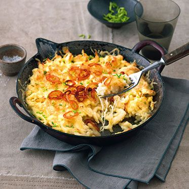 Käsespätzle ❤️ Cheese spaetzle Maybe this is going to help you :) http://allrecipes.co.uk/recipe/19725/simple-spaetzle.aspx With appenzeller (cheese) fried onions and chives Then relish! ;)